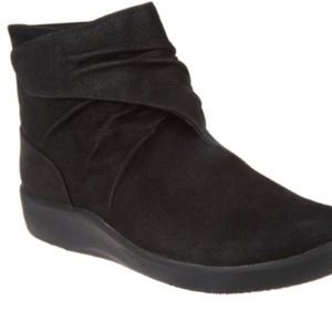 New CLOUDSTEPPERS by Clarks Ruched Ankle Boots